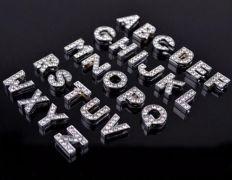 Korálek / ozdoba Písmeno na náramek / řemínek (pásek) - navlékací