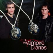 Vampire Diaries (Upíří deníky) - náhrdelník Stefan Salvatore