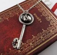 řetízek Bylo nebylo (Once Upon a Time) Klíč Zlé královny