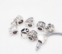 Korálek na náramek kovový - různé motivy