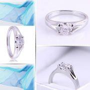 Zásnubní prsten s diamantem korunka