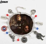 náramek s přívěsky Captain America